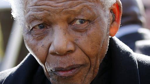 Nelson Mandela est toujours dans un état critique mais stable, selon la présidence sud-africaine.