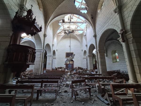 Le clocher de l'église de Saint-Nicolas-de-Bourgueil ainsi qu'une partie du toit a été emporté par une tornade ce samedi 19 juin 2021