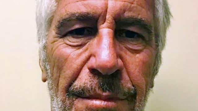 Jeffrey Epstein s'est suicidé dans la prison de New York où il attendait son procès pour agressions sexuelles sur des mineures.