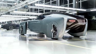 Le  Concept Vision Next100 dévoilé en mai 2016 pour les 100 du groupe BMW dispose de moteurs électriques installés dans ses roues.