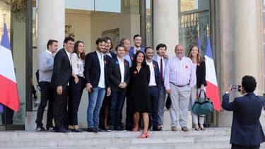 Des dirigeants d'entreprises de la French Tech sur le perron de l'Elysée en septembre 2019