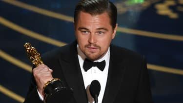 """Leonardo DiCaprio reçoit l'Oscar du Meilleur acteur pour """"The Revenant"""" le 28 février 2016."""