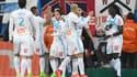 Les Marseillais félicitent Bafé Gomis après l'ouverture du score contre Guingamp (1-0, 26e).