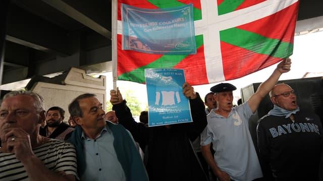Les supporters de l'Aviron sont contre la fusion avec le BO