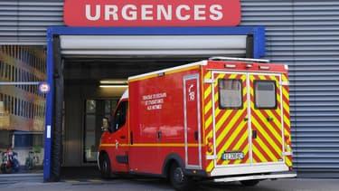 Une ambulance aux urgences (photo d'illustration)