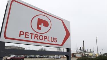 Le Parlement français a adopté définitivement jeudi la proposition de loi UMP dont l'objet est d'empêcher le détournement d'actifs d'une entreprise défaillante comme c'est le cas pour la raffinerie Petroplus. /Photo prise le 20 janvier 2012/REUTERS/Lauren