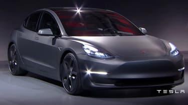 Le Model 3 à été révélé ce vendredi par Tesla. Une berline 100% électrique, élégante, d'une autonomie de 346 kilomètres.