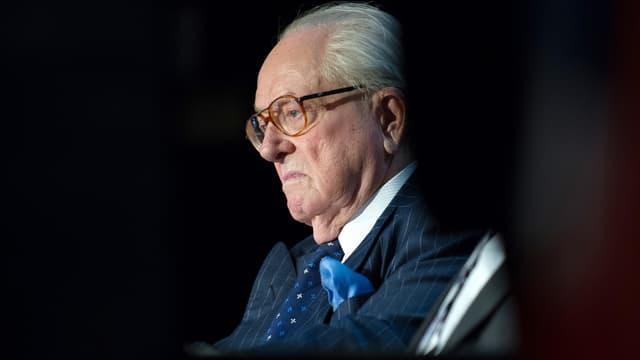 """Jean-Marie Le Pen se trouvait à son domicile quand il a pris feu, mais """"il se porte bien"""", selon son entourage."""