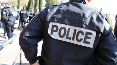 Deux faux policiers procédaient à à des contrôles dans la rue d'Aubervilliers.