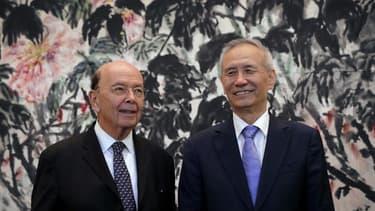 Le vice-Premier ministre chinois Liu He et le secrétaire américain au Commerce Wilbur Ross en juin dernier, à Pékin.