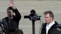 Les journalistes Hervé Ghesquière (à droite) et Stéphane Taponier, libérés mercredi après dix-huit mois de captivité en Afghanistan, sont arrivés jeudi matin en France. Leur avion a atterri vers 08h45 à l'aéroport de Villacoublay, près de Paris. /Photo pr