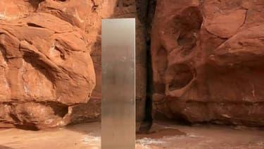 Image vidéo diffusée le 24 novembre 2020 par le département de sécurité publique de l'Utah montrant un mystérieux monolithe découvert le 18 novembre 2020 dans un désert de cet Etat de l'ouest américain