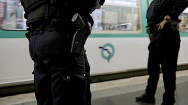Actuellement tous les fonctionnaires de police d'Ile-de-France bénéficient des transports en commun gratuits.