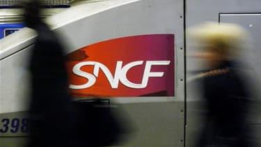 La CFDT-FGACC a levé son préavis de grève à la SNCF mais la CGT et Sud Rail maintiennent pour le moment leur appel à un mouvement reconductible à partir du 6 avril au soir. /Photo d'archives/REUTERS/Régis Duvignau