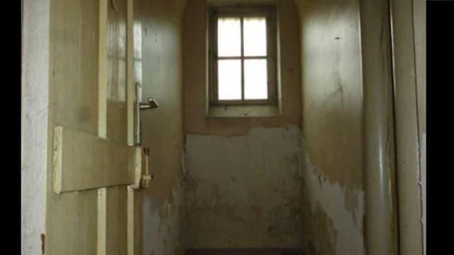 A Metz, les particuliers peuvent stocker leurs meubles dans les cellules d'une ancienne prison.