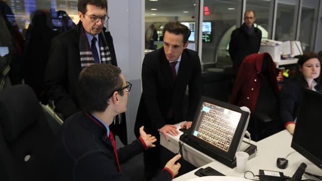 """""""Ce n'est pas tout à fait pareil d'être entré il y a deux ans et d'être entré il y a vingt ans"""", a fait remarquer le secrétaire d'État aux Transports, Jean-Baptiste Djebarri, en visite à la SNCF."""