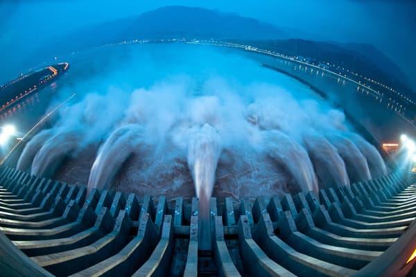 Le barrage hors-normes des Trois-Gorges est la première centrale hydraulique du monde en termes de production d'électricité.