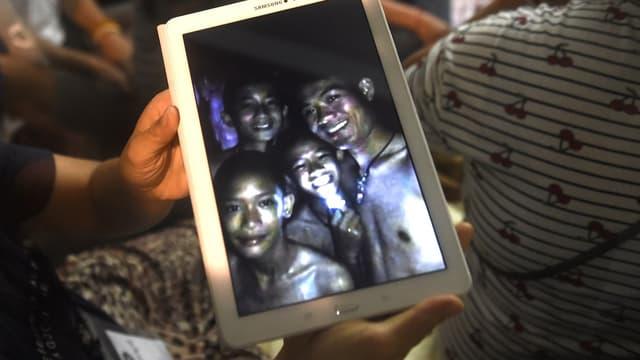 Les enfants thaïlandais coincés dans la grotte
