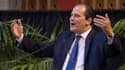 Jean-Christophe Cambadélis, le patron du PS, s'en prend à Emmanuel Macron au sujet de l'assurance-chômage.