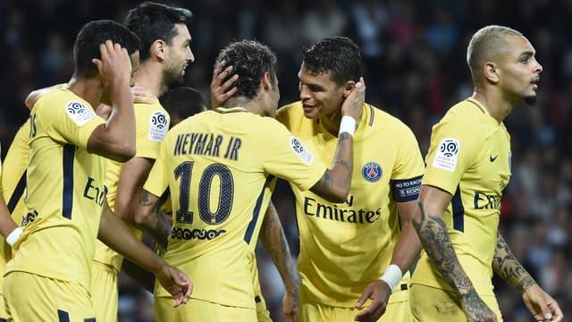 Neymar, déjà félicité par ses nouveaux coéquipiers au PSG.