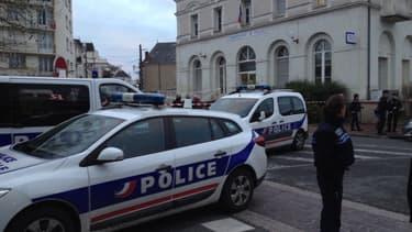 Un homme a agressé trois policiers samedi à Joué-lès-Tours, avant d'être abattu.