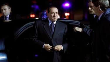 Silvio Berlusconi, le président du Conseil italien à son arrivée à Meise, près de Bruxelles, pour le sommet européen. L'Italie et l'Espagne étaient samedi sous une intense pression de leurs pairs de la zone euro pour rassurer sur leur détermination à main