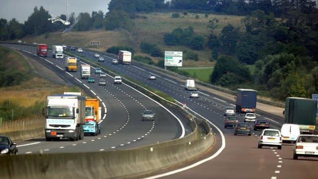 Le ministre des Transports a annoncé lundi une augmentation de 0,80% en moyenne sur les tarifs des péages. Augmentation hors TVA et donc sous-estimée, selon l'association 40 millions d'automobilistes, qui parle d'une hausse de 1,13%.