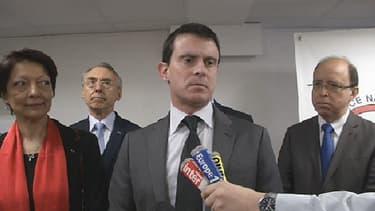 Le ministre de l'Intérieur, Manuel Valls, en déplacement à Nanterre vendredi.