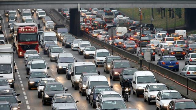 La circulation sera dense samedi et dimanche. Des difficultés sont à prévoir autour de Bordeaux et Paris. (