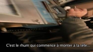 Des agents de la SNCF boivent à un poste d'aiguillage sensible.