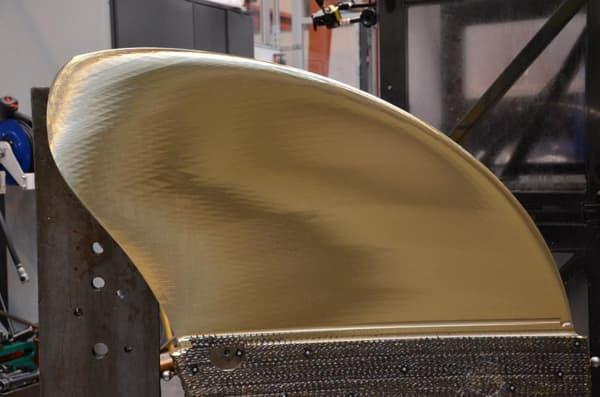 Cette hélice est une prouesse technologique. Elle mesure 2,5 mètres d'envergure dispose de cinq pales de 200 kg chacune