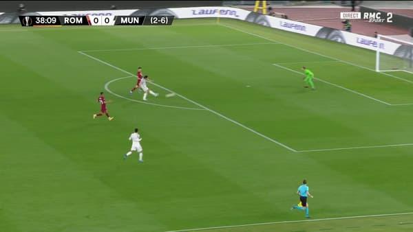Le but de Cavani lors de Roma-Man United