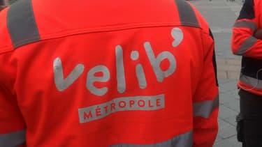 Des salariés de Smovengo en charge de la maintenance de Vélib' sont en grève depuis le 17 avril.