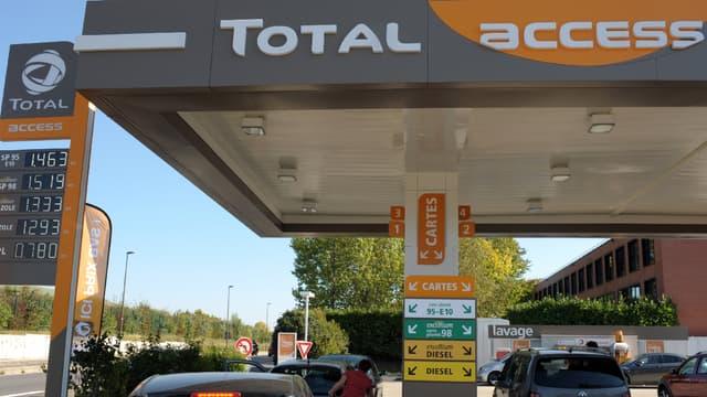 Les stations-service Total vont désormais délivrer du gaz naturel pour véhicules. (image d'illustration)