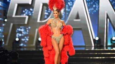 Iris Mittenaere lors du concours Miss Univers 2016