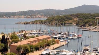L'île d'Embiez a été achetée dans les années par Paul Ricard, tout comme celle de Bendor, pour les ouvrir au public.