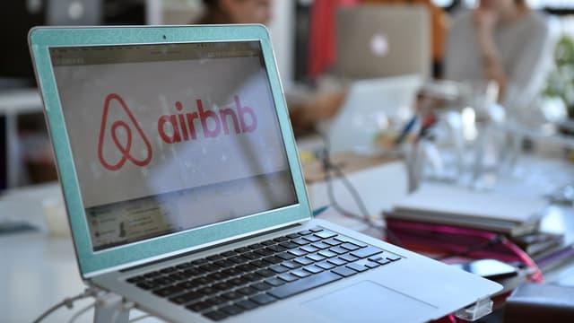 Les propriétaires parisiens désirant devenir loueurs sur Airbnb devront bientôt demander un numéro d'enregistrement.