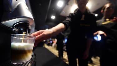 Starbucks se positionne ainsi sur le marché européen très juteux des dosettes pour machines Nespresso.