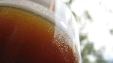 La consommation de bière baisse en France, ce qui inquiète les cafés et restaurants.