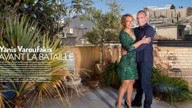 """Des internautes jugent le reportage photo sur Yanis Varoufakis et sa femme paradoxal pour un homme qui dénonce régulièrement le """"star-system""""."""