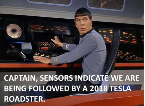 """""""Capitaine, nos capteurs indiquent que nous sommes suivis par une Tesla de 2018""""."""