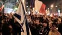 Des milliers de personnes, dont beaucoup de jeunes, se sont rassemblées lundi soir place de la République à Paris pour une marche silencieuse en hommage aux victimes des tueries de Toulouse et Montauban, dans le Sud-Ouest. /Photo prise le 19 mars 2012/REU
