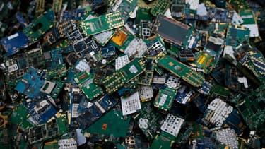 En 2016, le monde a produit 45 millions de tonnes de déchets électroniques, l'équivalent de 4500 Tours Eiffel.