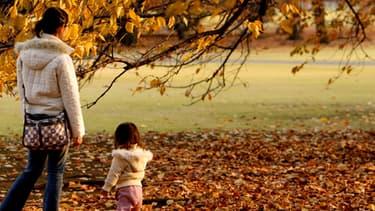L'étude Ipsos pour le Secours Populaire dresse un constat alarmant de la situation des mère célibataires.
