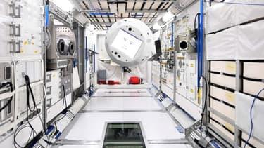 Cimon est équipé d'hélices et de capteurs pour circuler dans la capsule en apesanteur sans percuter les équipements du laboratoire spatial