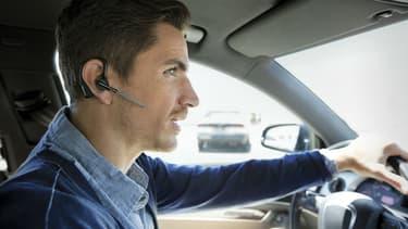 Depuis le 1er juillet l'utilisation d'oreillette ou d'écouteurs est interdite au volant.