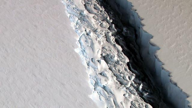 Cette photo de la Nasa montre de 90m de large sur la banquise en Antarctique