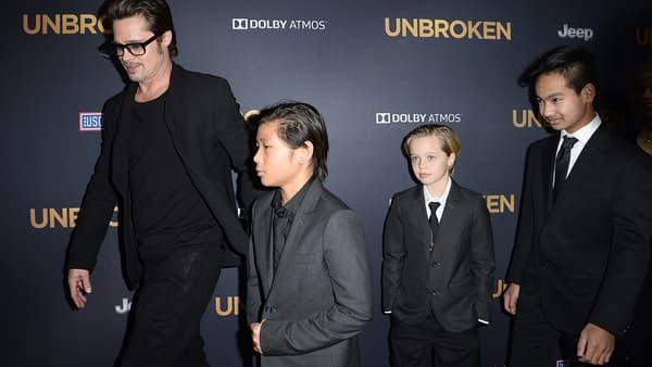 Brad Pitt, le 16 décembre 2014, accompagné de Pax, Shiloh et Maddox