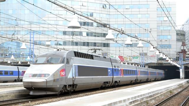 Un TGV à Montparnasse. /Photo d'archives/REUTERS/Mal Langsdon
