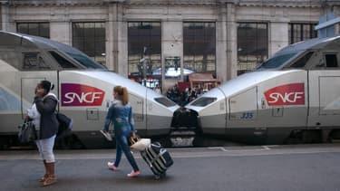 De nombreux trains en direction de l'ouest et du sud affichent complet vendredi, à la veille du nouveau confinement en Île-de-France.